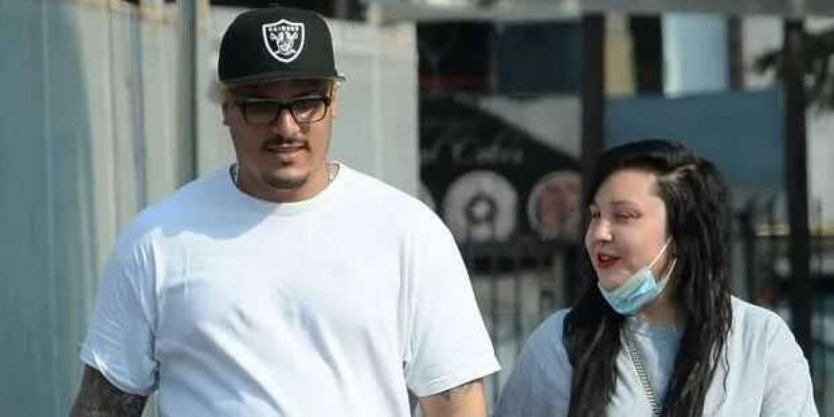 Amanda Bynes Spotted on Rare Los Angeles Outing With Fiancé Paul Michael